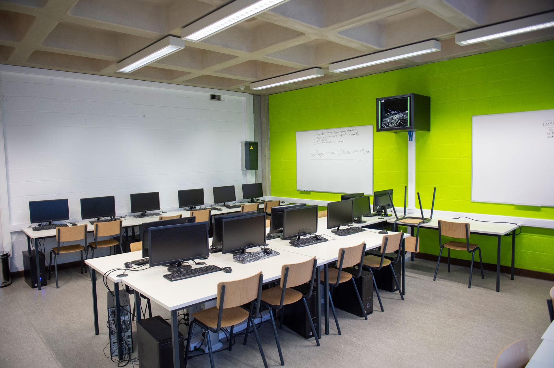 Salle de classe de l'Athénée Royale de Fragnée